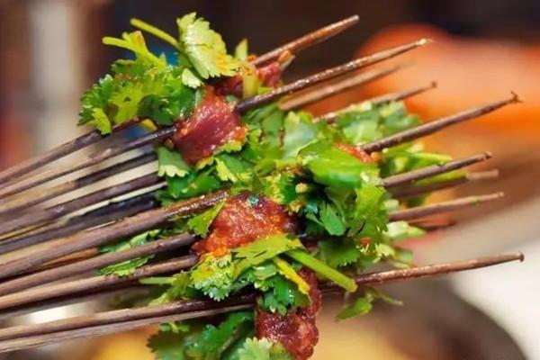 芹菜牛肉串串香